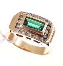 A SYNTHETIC EMERALD AND DIAMOND RING IN 9CT GOLD