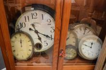 A COLLECTION OF DECORATIVE CLOCKS IN VARIOUS SIZES