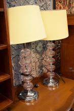 A PAIR OF GLASS CENTERED MODERN TABLE LAMPS WITH SHADES
