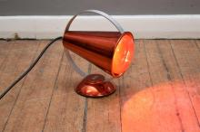 A RETRO VINTAGE GENERAL ELECTRIC COMPANY ENAMEL HEAT LAMP