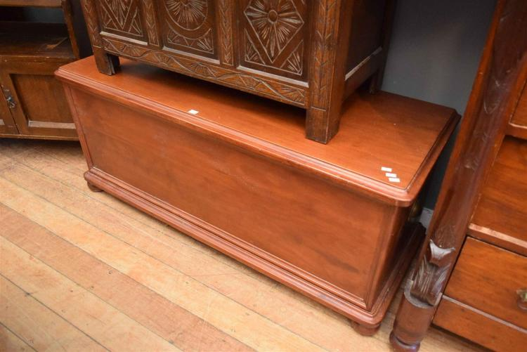 A timber linen chest 54h 128w 47d for Housse causeuse linen chest