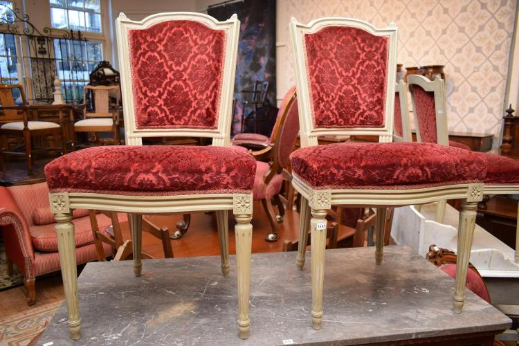 A SET OF EIGHT FRENCH VELVET UPHOLSTERED DINING CHAIRS : H3018 L96637978 from www.invaluable.co.uk size 750 x 500 jpeg 77kB
