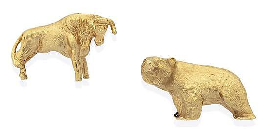 A PAIR OF GOLD BULL AND BEAR CUFFLINKS