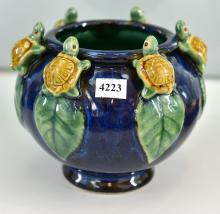 A BLUE GROUND VASE WITH TURTLE MOTIFS. 15 CM TALL X 18 CM WIDE