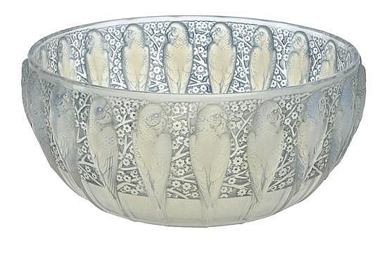 A RENE LALIQUE PERRUCHES PATTERN OPALESCENT GLASS BOWLMODEL INTRODUCED 1931