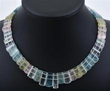 AN AQUAMARINE FRINGE NECKLACE TO A SILVER CLASP