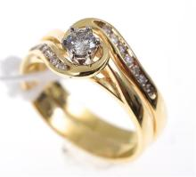 A DIAMOND SOLITAIRE RING WITH A MATCHING FITTED WEDDER, IN 18CT GOLD