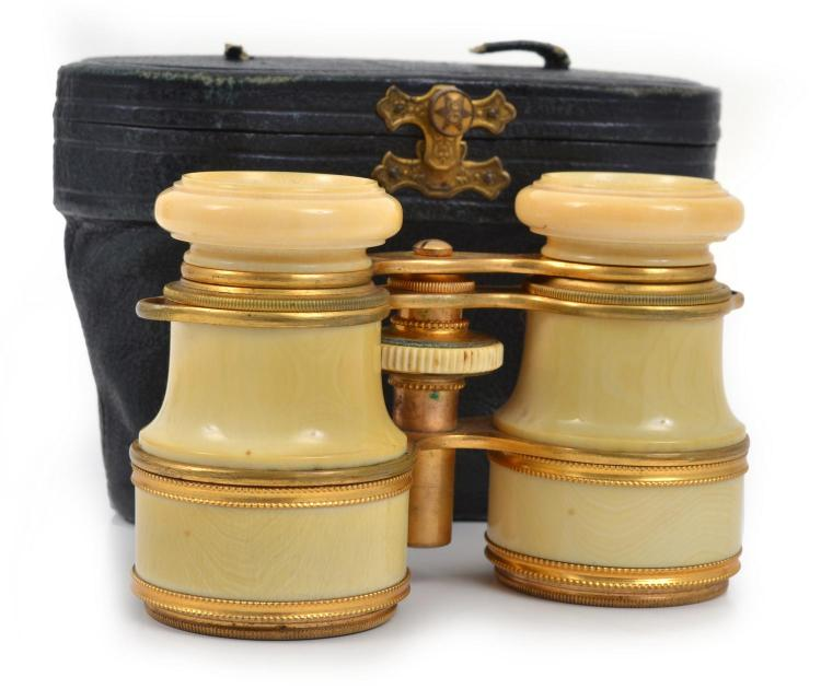 A PAIR OF VICTORIAN OPERA GLASSES HOUSED IN LEATHER CASE