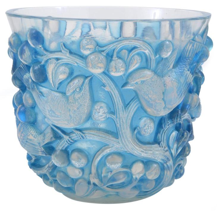 A RENE LALIQUE OPALESCENT 'AVALLON' PATTERN VASE