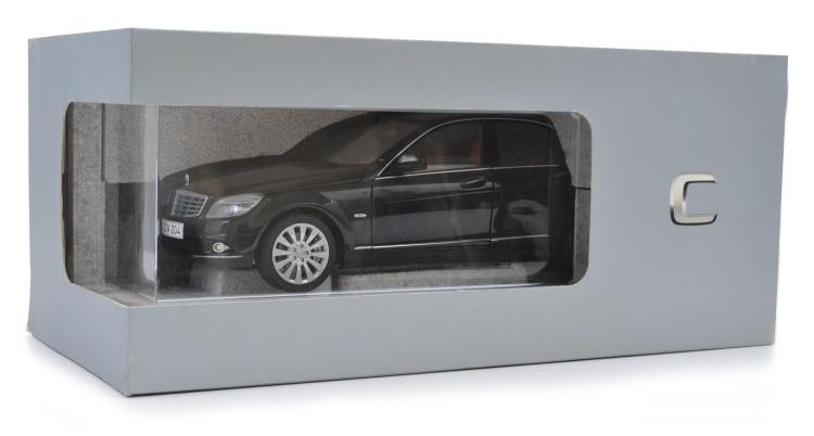 BOXED MERCEDES-BENZ C-CLASS DEALER MODEL