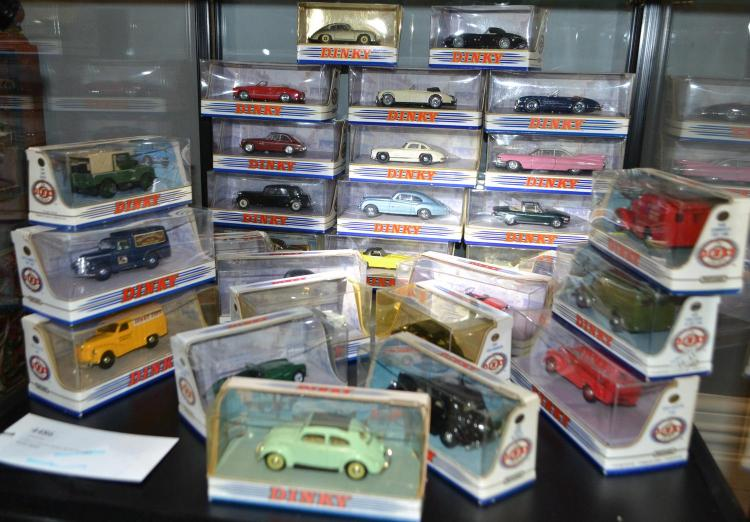 COLLECTION OF 29 VARIOUS DINKY MODELS