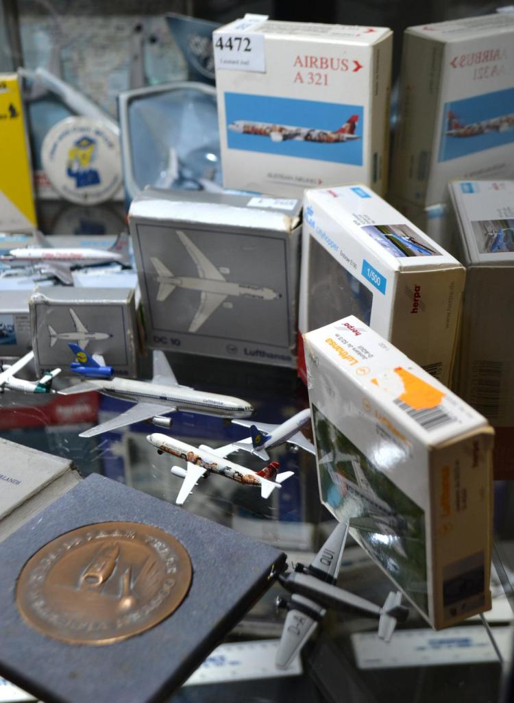 A GROUP OF SEVEN EUROPEAN AIRLINE MODELS AND A KLM COMMEMORATIVE MEDAL