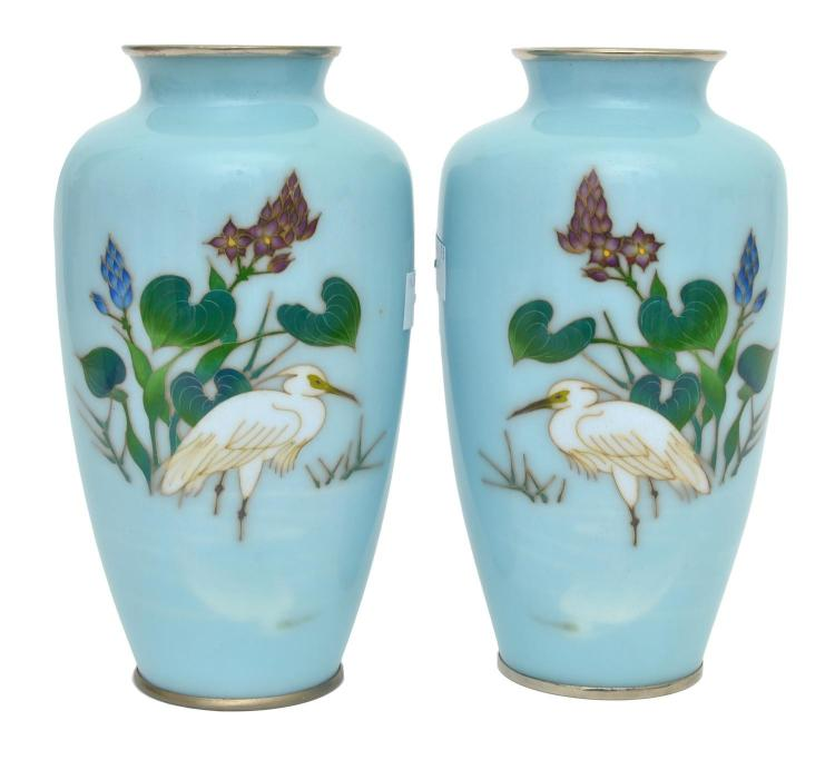A PAIR OF JAPANESE WIRELESS CLOISONNE VASES