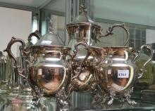 A THREE PIECE SILVERPLATE TEA SERVICE, TOGETHER WITH FOUR EPNS MUGS