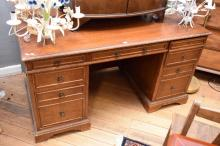 AN EARLY 20TH CENTURY EIGHT DRAWER DESK
