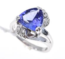 A TANZANITE AND DIAMOND RING, IN 18CT WHITE GOLD