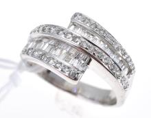 A DIAMOND SET DRESS RING, IN 18CT WHITE GOLD