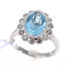AN AQUAMARINE AND DIAMOND CLUSTER RING SET IN 18CT WHITE GOLD