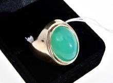 A CHRYSOPRASE SIGNET RING IN GOLD