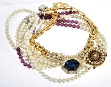 A COLLECTION OF COSTUME JEWELLERY INCLUDING FAUX PEARL AND RHINESTONES