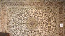 A FINE PERSIAN KASHAN, LAMBS WOOL PILE, SUPERB QUALITY RUG, EXTREMELY HARD WEARING, ORIGIN IRAN, (402 X 298) RRP $8900