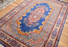 A PERSIAN MULTICOLOURED PATTERNED RUG (275 X 180CM)