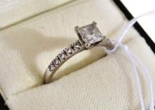 A PRINCESS CUT DIAMOND RING IN 18CT WHITE GOLD