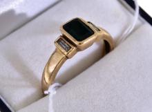 A DRESS RING IN GOLD