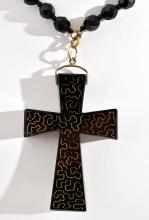 A FRENCH JET CROSS PENDANT NECKLACE