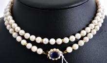 A STRAND OF CULTURED PEARLS TO AN 18CT GOLD CLASP