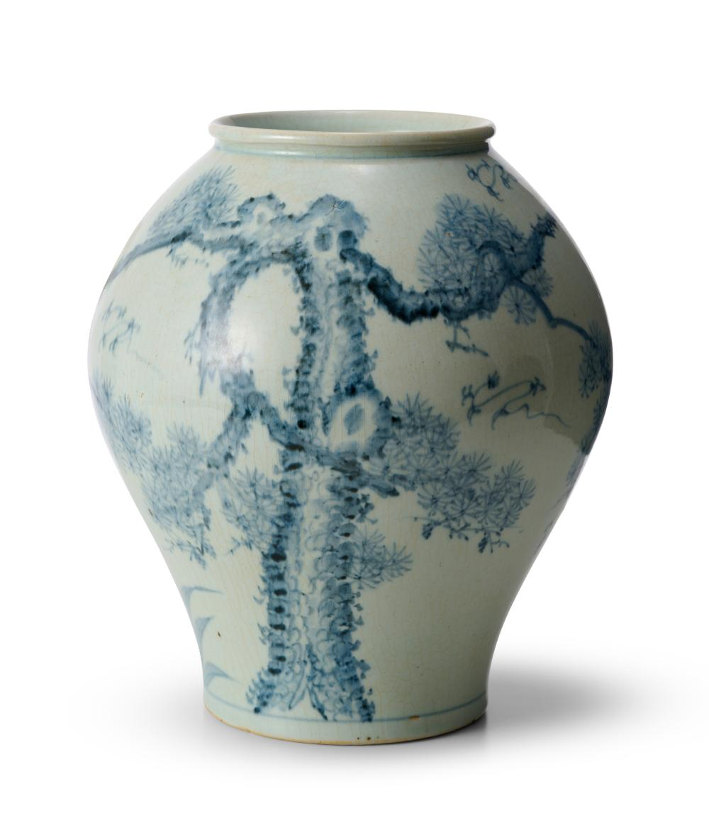 A LARGE KOREAN BLUE AND WHITE JAR 19TH/20TH CENTURY