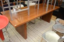 A LARGE CONTEMPORARY OAK DESK (PLEASE NOTE: IF PURCHASED, THIS ITEM MUST BE REMOVED BY SPECIALIST CARRIERS AT THE CUSTOMERS EXPENS...