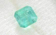 A LOOSE EMERALD CUT COLOMBIAN EMERALD OF 2.64CTS