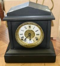 A 19TH CENTURY MANTLE CLOCK