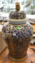 A LARGE CHINESE LIDDED BALUSTER JAR, REPUBLIC PERIOD, DECORATED WITH A LION