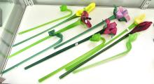 A COLLECTION OF GLASS FLOWERS, A/F