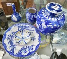 A COLLECTION OF BLUE AND WHITE PORCELAIN, INCLUDING GINGER JAR
