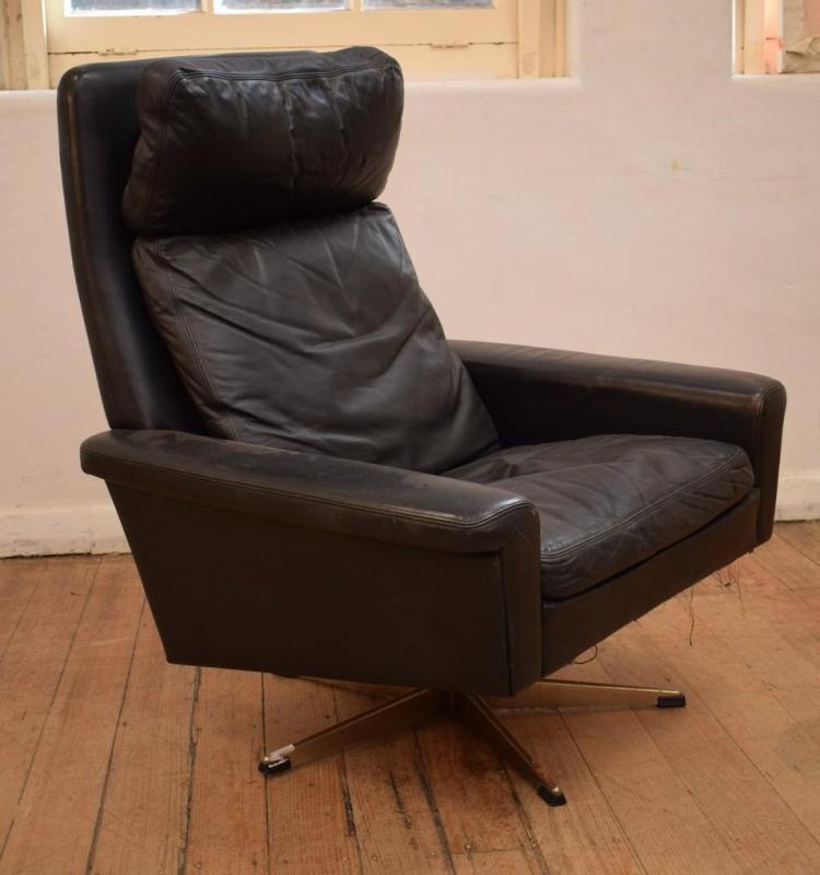 lot 1040 a danish 39 de sede 39 leather swivel arm chair