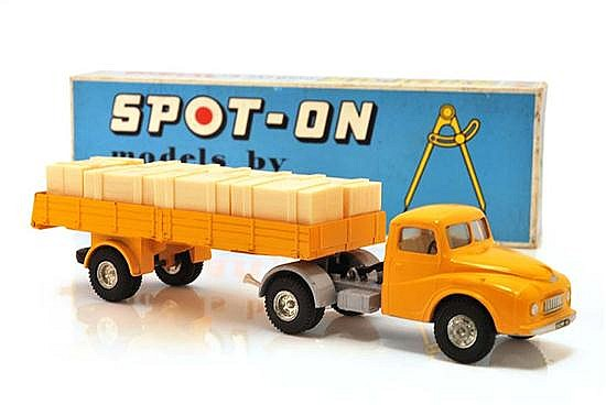 SPOT-ON AUSTIN PRIME MOVER WITH ARTICULATED FLAT FLOAT WITH SIDES AND CRATE LOAD (VG-E BOX G)