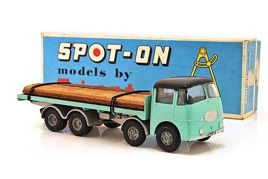 SPOT-ON FLAT FLOAT WITHOUT SIDES WITH WOODEN PLANK LOAD (E-M BOX VG)