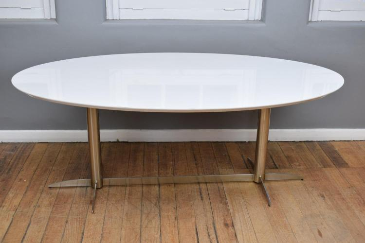 A MODERN HIGH GLOSS OVAL SHAPED DINING TABLE ON CHROME BASE