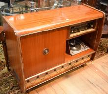 A GERMAN 1960S ''VLAUPUNKH'' AM/FM COCKTAIL RADIOGRAM (118cm w x 46cm d x 90cm h)