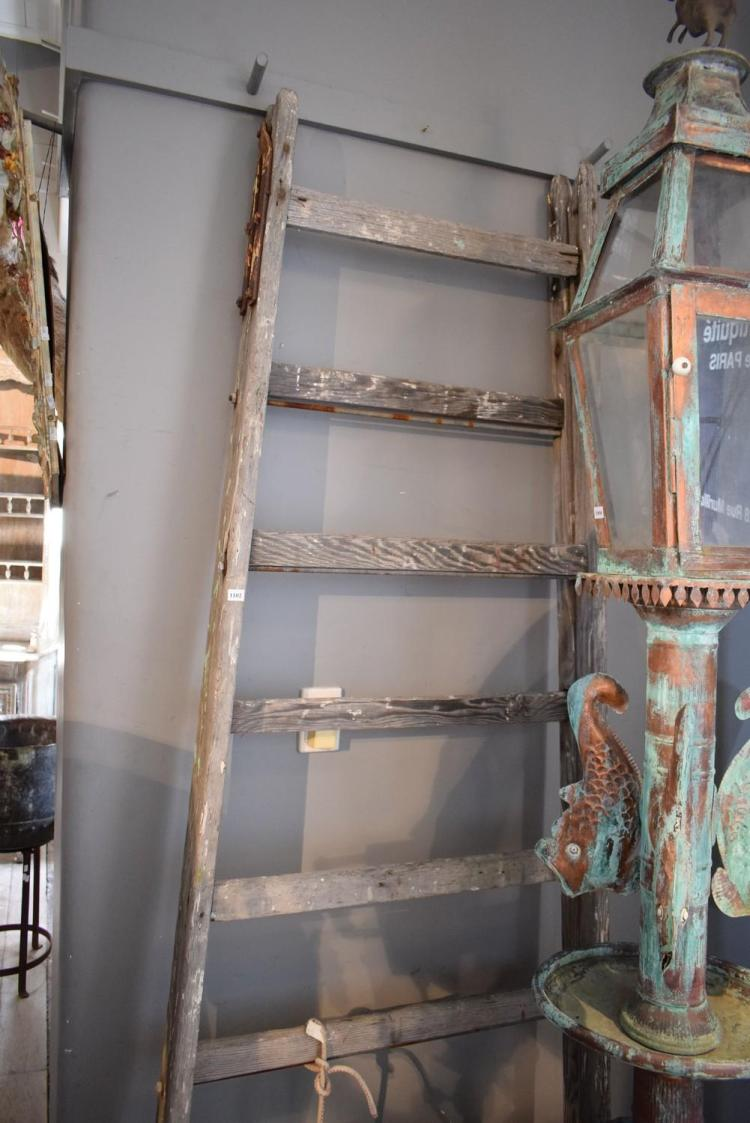 A RUSTIC PAINTERS TRESSEL