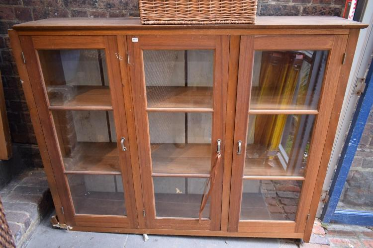 AN EARLY 20TH CENTURY GLAZED DISPLAY CABINET - faults to base