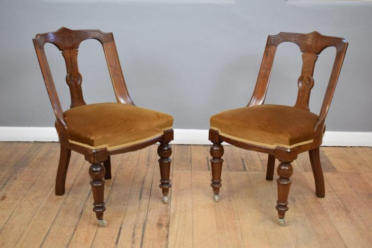 A SET OF SIX 19TH CENTURY FRENCH EMPIRE STYLE VELVET DINING CHAIRS WITH DETAILED CARVING