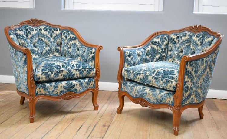 A PAIR OF LOUIS XV STYLE BERGERES IN LAVISH DOWNFILLED BROCADE