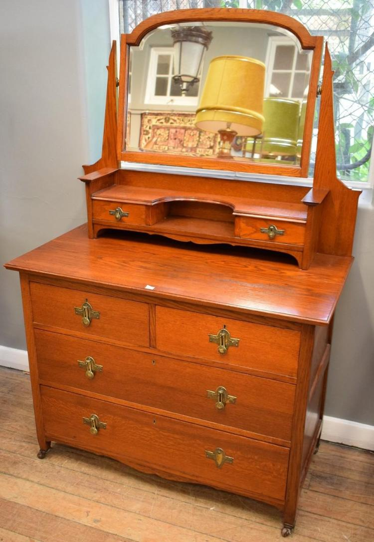 AN EARLY 20TH CENTURY OAK DUCHESS CHEST (1.6m h x 1.07cm w x 52cm l)