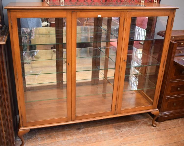 A QUEEN ANNE STYLE GLAZED MIRROR BACK DISPLAY CABINET  w/ GLASS SHELVING - (small crack to lower cnr mirror) (1.37m h x 40cm w x 1.5...