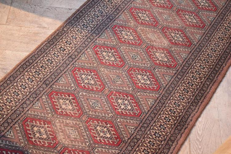 A PERSIAN STYLE DIAMOND PATTERNED HALL RUNNER (2.6 X 830 MM) - slight wear