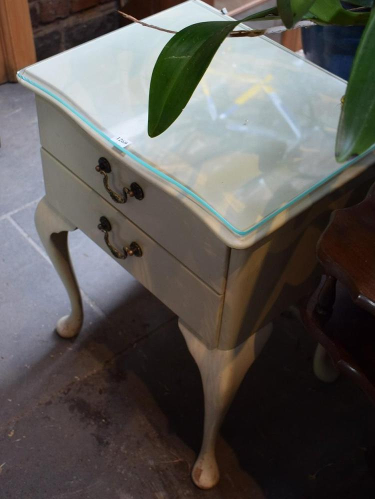 A PAIR OF QUEEN ANNE STYLE WHITE PAINTED BEDSIDE TABLES